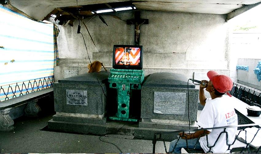 телевизор на кладбище