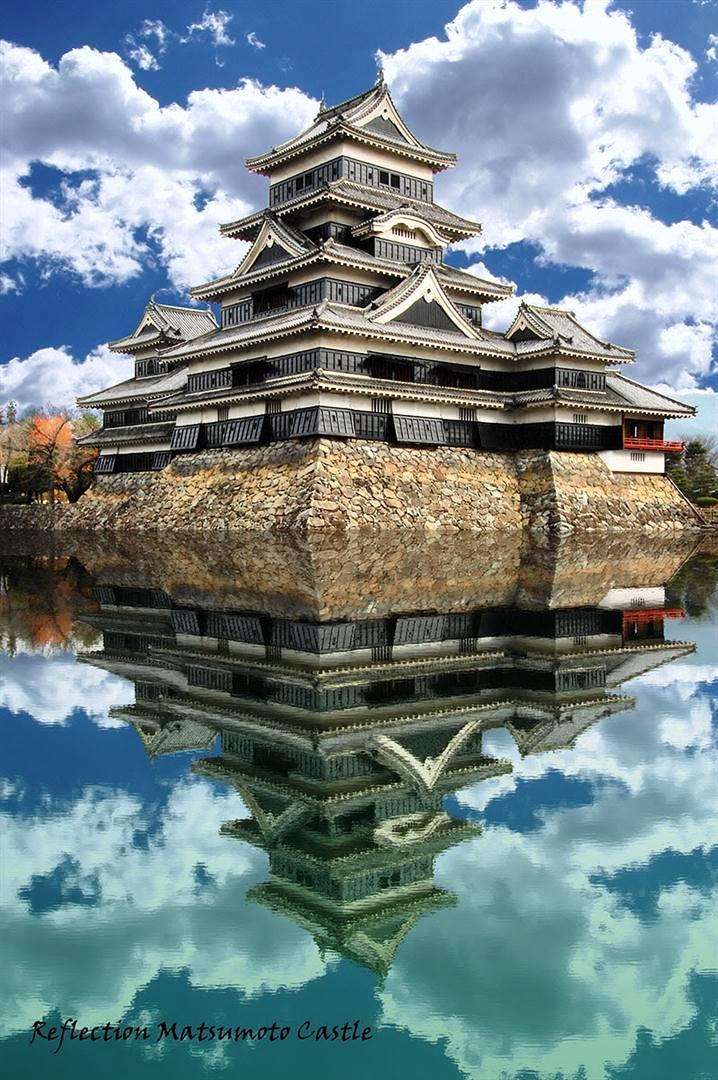 замок черного ворона и его отражение