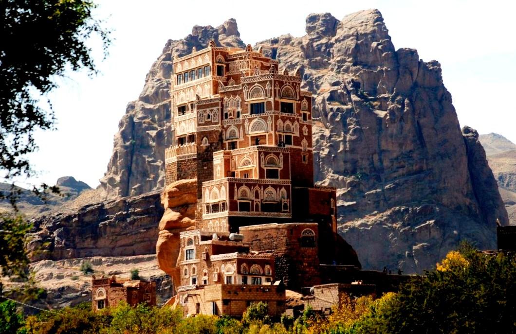 здание на скале