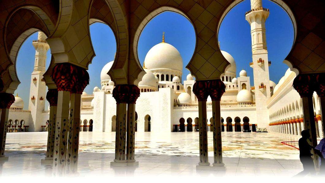 внутренний двор мечети шейха