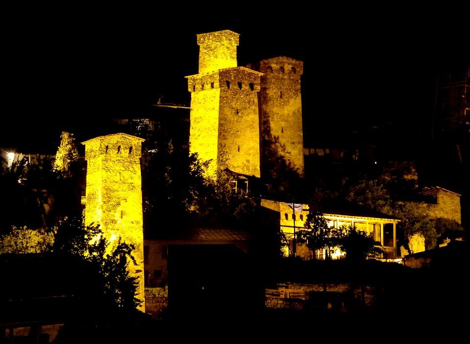 сванские башни с подсветкой