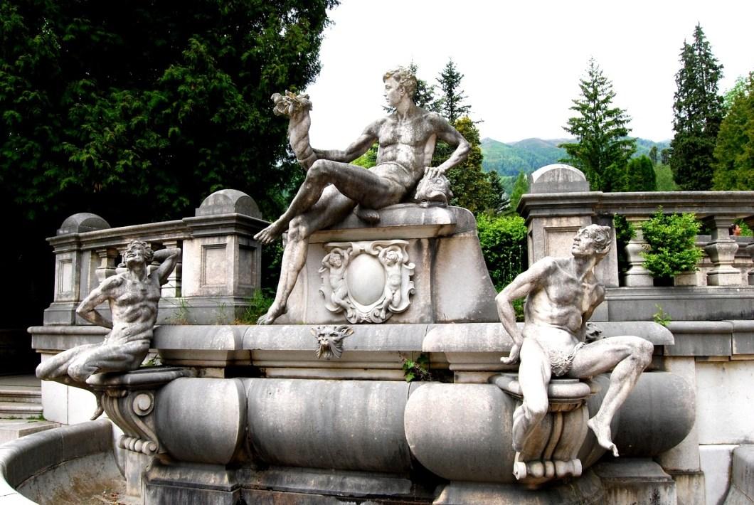 статуи замка пелеш