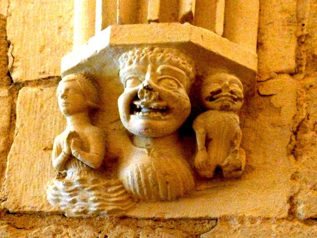 лепнина крипты буржского собора