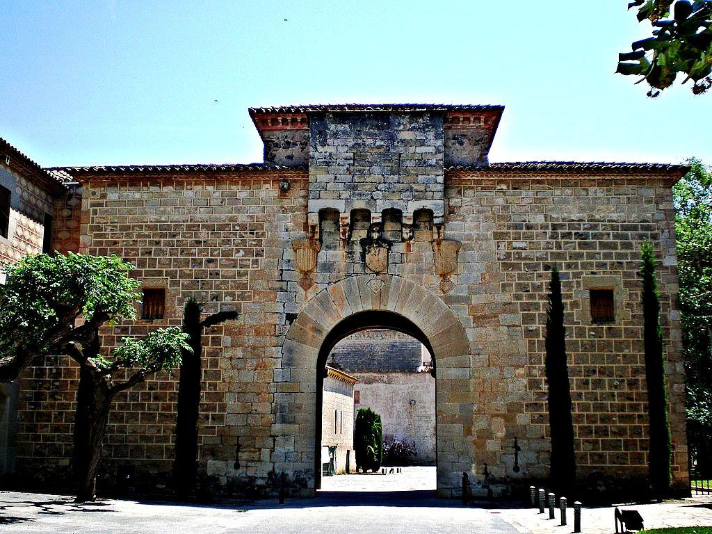 ворота монастыря поблет