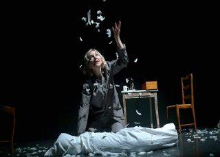 A 90 degrés  Texte et mise en scène Frédérique Keddari-Devisme