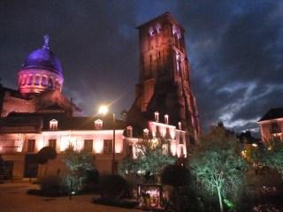Tours nuit parcours lumière Place plumereau basilique saint Martin