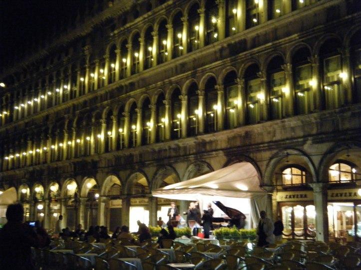 place saint marc florian nuit