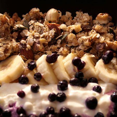 Recette granola maison au skyr et myrtilles