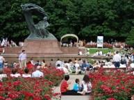open-air Chopin music recital at Lazienki Park