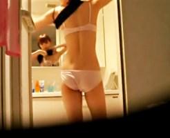 【家庭内盗撮動画】リアル過ぎて引く…脱衣所と風呂に仕掛けた隠しカメラでスタイル良い姉を隠し撮り…
