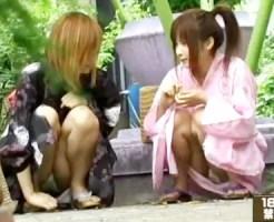 【JCパンチラ盗撮動画】夏休みの思い出作りでお祭りに来たロリ可愛い女の子が浴衣姿で座りパンチラww