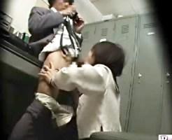 【万引き盗撮動画】警察チラつかせて脅された女子校生が隠しカメラだらけの事務所で仁王立ちフェラ…