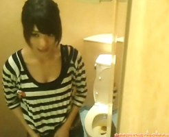 【素人おしっこ盗撮動画】可愛い女子限定!洋式トイレで放尿かます素人を隠しカメラ撮りww