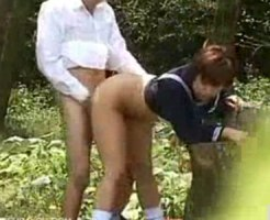 【青姦隠撮動画】まだ発育中の背が小さい女子校生が彼氏と公園でセックスしてるところを隠し撮りww