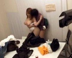 【巨乳セックス盗撮動画】初撮りのAV女優を控室でスタッフとセックスさせて2重撮影してた問題映像がコチラ…