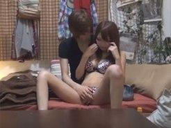 【セックス盗撮動画】関西弁が可愛い低身長ギャルがイケメンに誘われて股を開くまで早すぎww