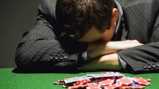 ギャンブルで負けている人