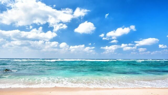 きれいな砂浜と海2