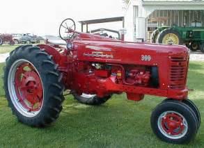 tracteur Farmall 300