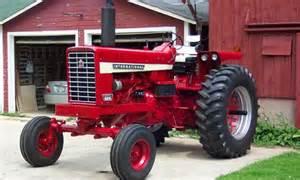 tracteur Farmall 826