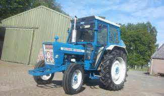 tracteur Ford 3055