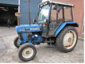 tracteur Ford 4130