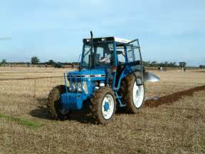 tracteur Ford 4610