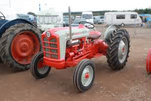 tracteur Ford 820
