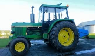 Tracteur John Deere 3030 Fiche technique