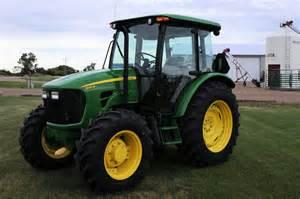 tracteur John Deere 5105M
