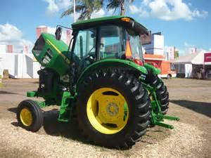 tracteur John Deere 6110D