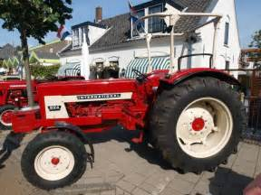 tracteur IH 824