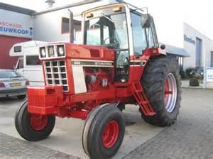 tracteur IH 886