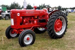 tracteur IH D-322