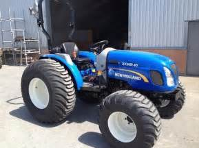 tracteur New Holland BOOMER 40
