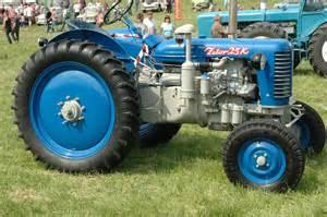 tracteur Zetor 25