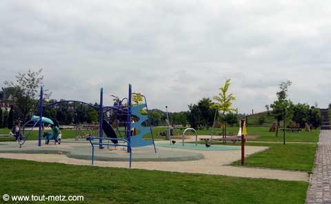 Parc de la Seille à Metz jeux enfants 2