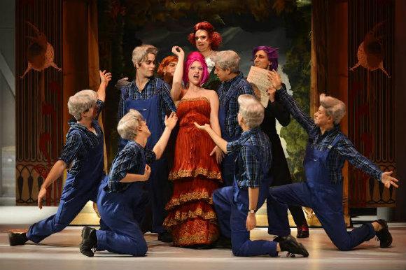 Photo of «Viva la mamma», quand l'opéra rit de lui-même