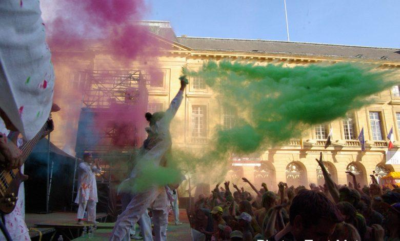 Photo of Color of time et corso fleuri : festival de couleurs en poudre à Metz (photos et vidéo)