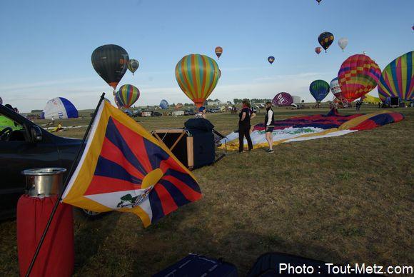 Le ballon tibétain, qui a valu quelques échanges à l'orghanisation du Lorraine Mondial Air Ballons avec le consulat de Chine.