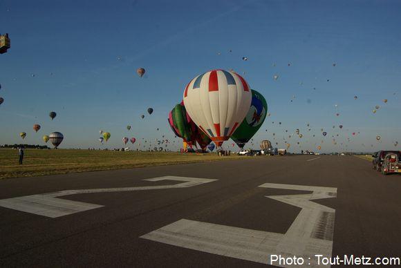 Envol du matin à Chambley : les conditions météo idéales ont permis de faire un vol de plus de 2h pour certaines montgolfières.