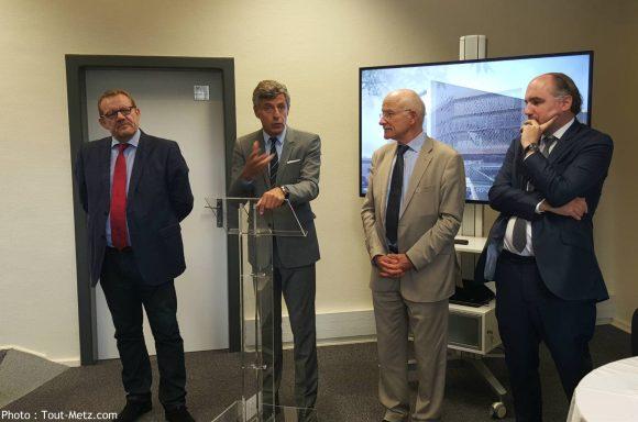 de g. à d. : Thierry Jean, (M3C) Jean Luc Bohl (agglo), Dominique Gros (Metz) et Julien Taris (Caisse des dépôts), lors de la signature de la convention de financement du centre des congrès le 4 septembre 2015.