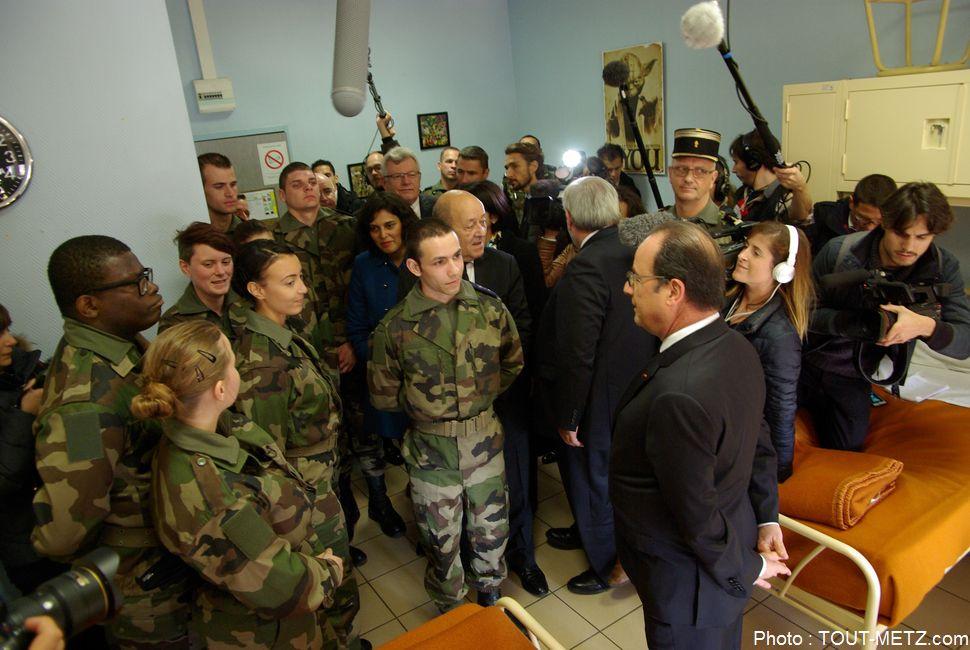 hollande-service-militaire-montigny-les-metz-2015-IMGP2759