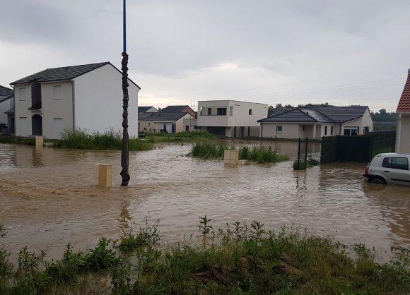 Un quartier résidentiel à Marange Silvange (Moselle) inondé suite aux intempéries du mois de juin 2016