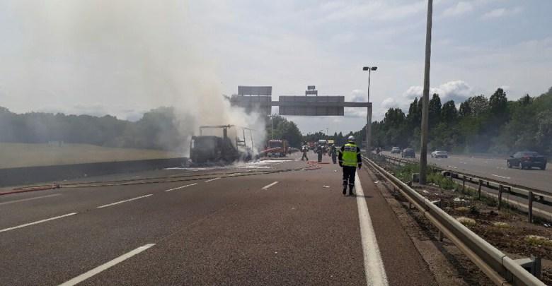 Photo of Camion chargé de papier toilette en feu sur l'A31 : autoroute fermée