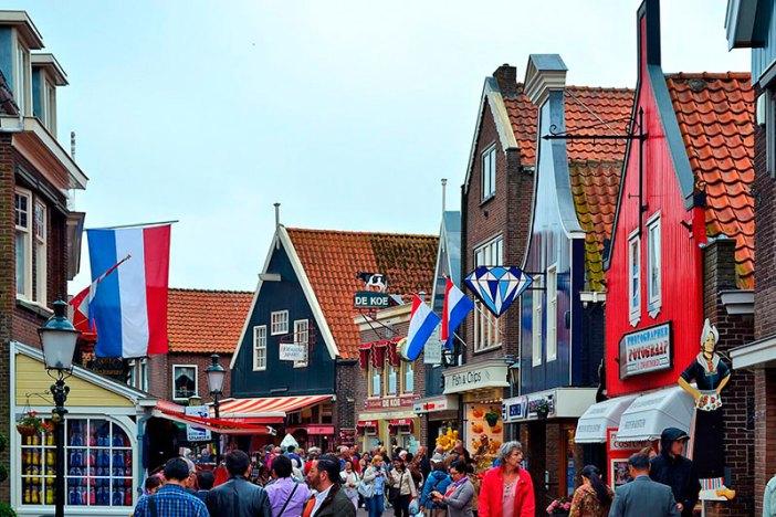 Куда съездить из Амстердама: Волендам