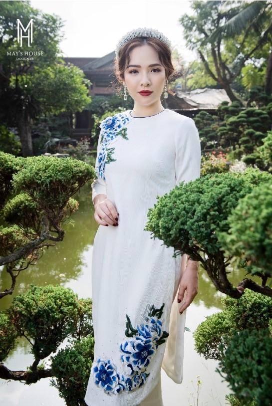 Bộ áo dài tết 2021 nữ kết cườm vân gỗ hoa hồng xanh - Trắng