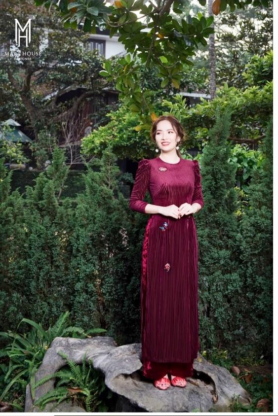 Thời trang nữ Áo dài nhung vai bồng gắn sticker - Đỏ Đô