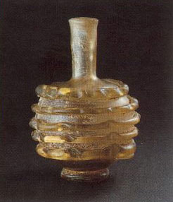 Flacon de verre à godrons parallèles datant du 2ème 3ème siècle après JC