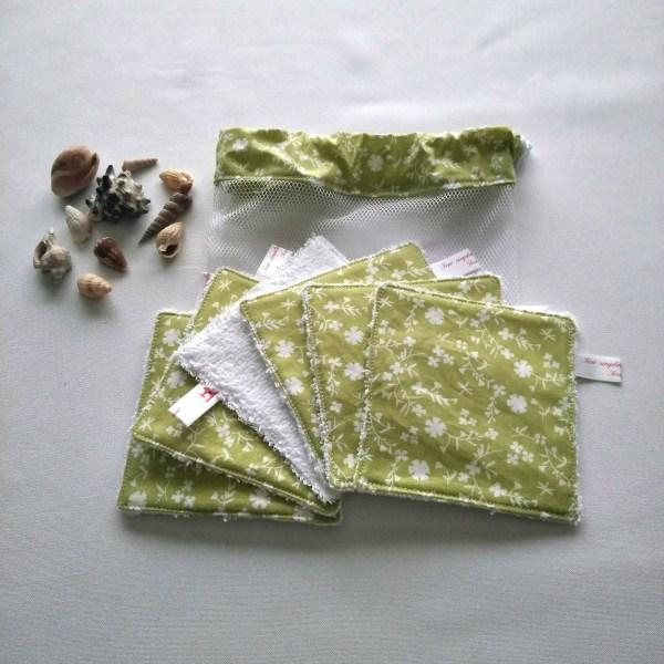 lingettes lavables fleurs blanches fond vert